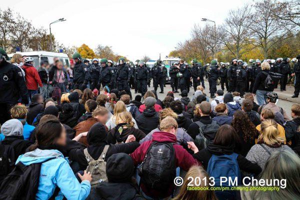 No Pasaran in Hellersdorf – Faschisten stecken Niederlage ein, Asylbewerber erhalten Solidarität von 1000 linken DemonstrantInnen