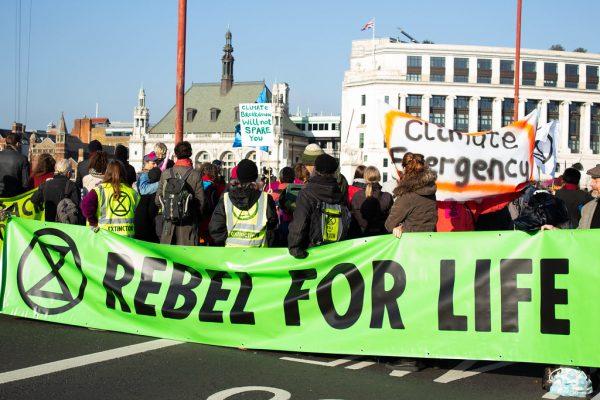 Extinction Rebellion: Ziviler Ungehorsam als Antwort auf die Klimakrise?