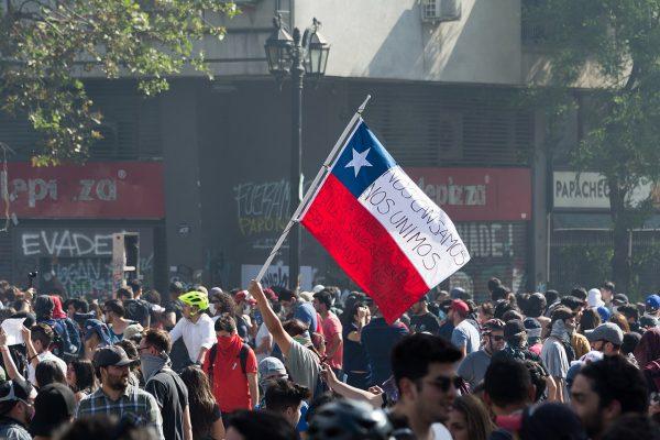 A la juventud revolucionaria de Chile!