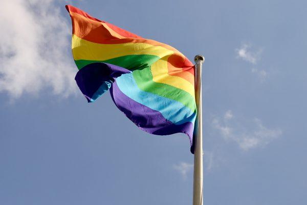 Stoppt die Angriffe auf LGBTI+ Personen in Polen und Ungarn!