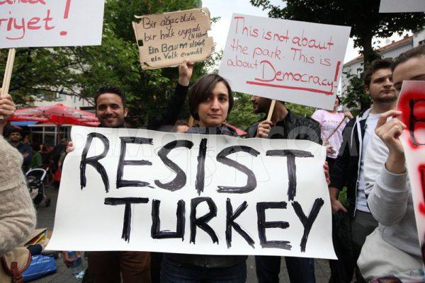 Reflektion, Neuordnung, Widerstand – Die Türkei nach dem heißen Sommer