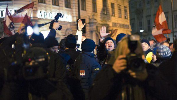 REVOLUTION Österreich: Statement zu PEGIDA und Neonazi-Überfällen
