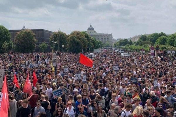 Österreich: Massenkundgebung gegen Strache und die Regierung!