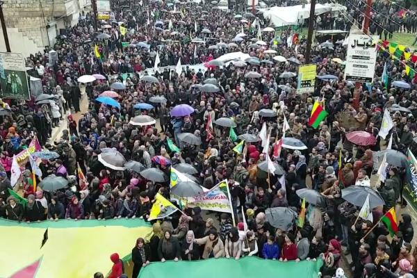 Faust in die Luft, Tolhildan – der Widerstand der Kurd_Innen in Rojava