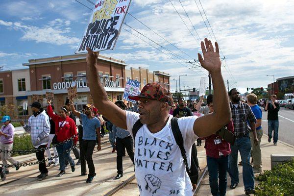 Warum Rassismus und Polizei nicht voneinander zu trennen sind