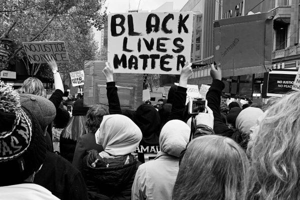 """""""Black Lives Matter""""- Wie ein Polizeimord zum antirassistischen Widerstand führen konnte: 5 Fragen, 5 Antworten"""
